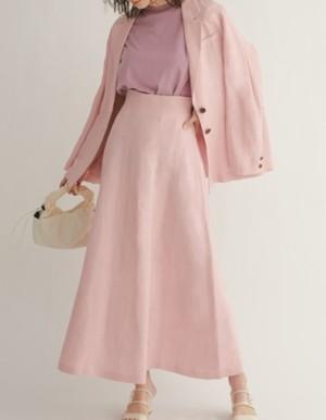 芸能人がInstagramで着用した衣装スカート
