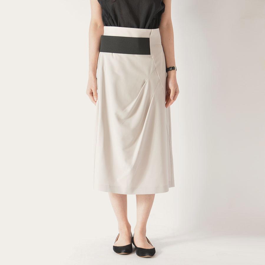 芸能人がLive News it!で着用した衣装スカート、ジュエリー