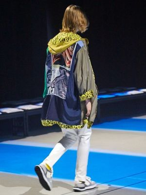 芸能人が美食探偵 明智五郎で着用した衣装アウター