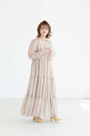 芸能人がダンススタジオ「REI」WEB•CMで着用した衣装ワンピース