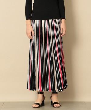 芸能人がLive News it!で着用した衣装スカート、ニット