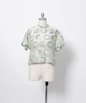 芸能人が企画発表 ライアー×ライアーで着用した衣装ブラウス、スカート