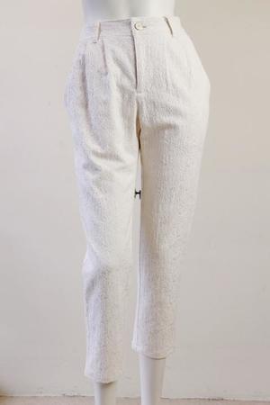 芸能人がアリナミン7 CMで着用した衣装パンツ