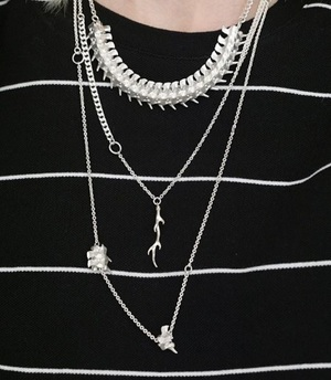 芸能人がInstagramで着用した衣装ネックレス