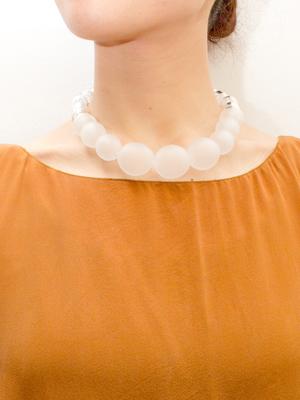 芸能人がメレンゲの気持ちで着用した衣装ネックレス