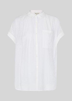 芸能人がLive News it!で着用した衣装シャツ、スカート