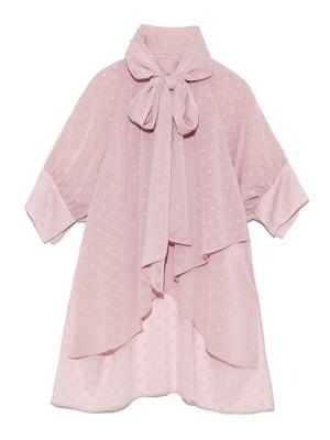 芸能人がInstagramで着用した衣装トップス、スカート