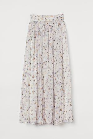 芸能人がニンゲン観察バラエティ モニタリングで着用した衣装スカート