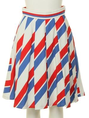 芸能人がInstagramで着用した衣装膝丈スカート