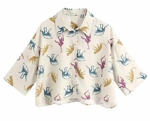 芸能人がメレンゲの気持ちで着用した衣装シャツ