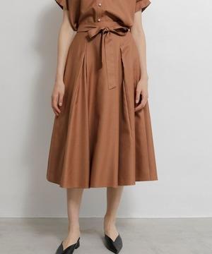 芸能人がスッキリで着用した衣装スカート、シャツ