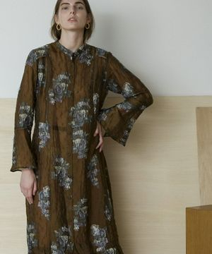 芸能人がオスカル!はなきんリサーチで着用した衣装ワンピース