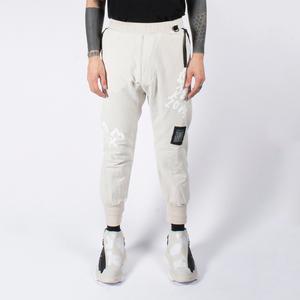 芸能人がMIU404で着用した衣装パンツ