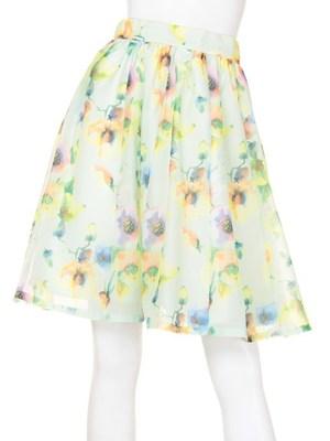 芸能人がマザーゲームで着用した衣装スカート