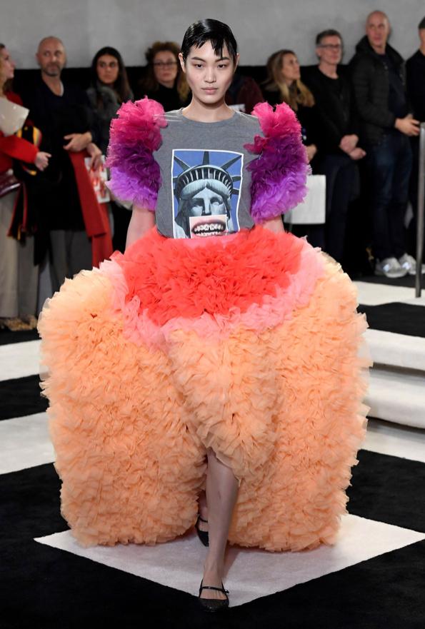 芸能人が行列のできる法律相談所で着用した衣装カットソー