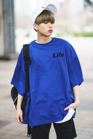 芸能人がYouTubeで着用した衣装Tシャツ・カットソー