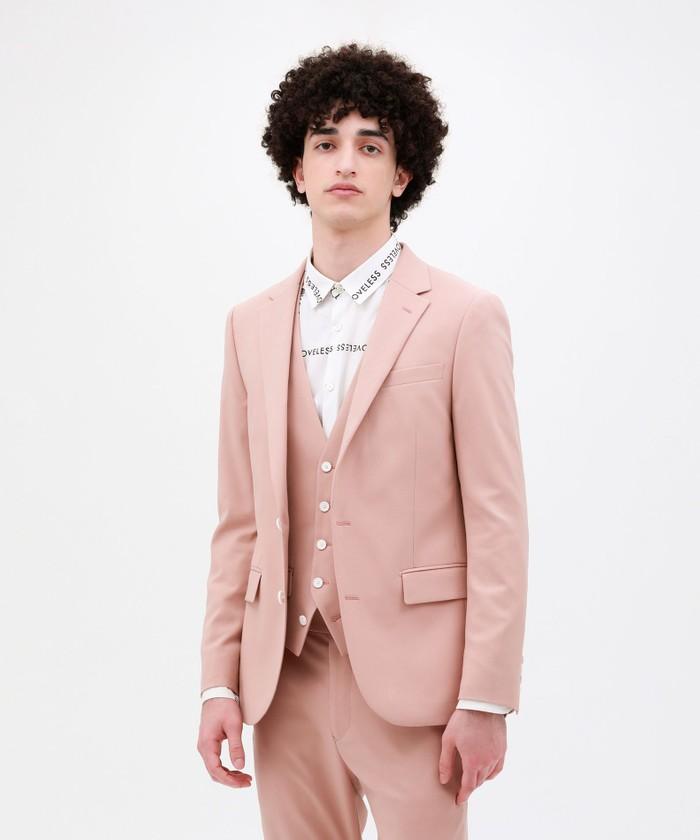 芸能人が製品発表会 ヒルマイルドで着用した衣装アウター