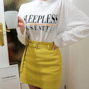 芸能人がハロプロビジュアルフォトブック2020 AUTUMNで着用した衣装スカート