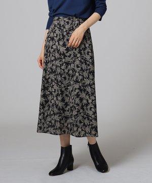 芸能人がnewseveryで着用した衣装ニット/スカート