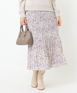 芸能人がシューイチで着用した衣装スカート、ブラウス