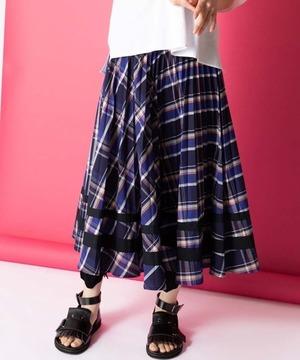 芸能人が人生が変わる1分間の深イイ話×しゃべくり007合体SPで着用した衣装スカート、カットソー