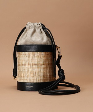 芸能人がおカネの切れ目が恋のはじまりで着用した衣装バッグ