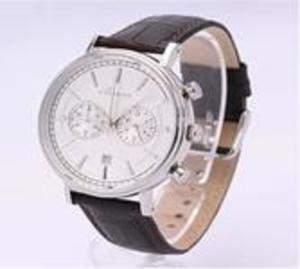 芸能人がサントリーCM JIM BEAM×HEROで着用した衣装時計