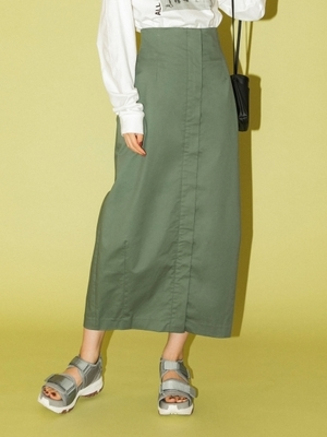 芸能人が雑誌 LEEで着用した衣装スカート