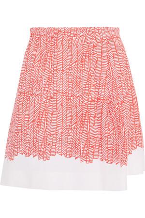 芸能人がコッコアポの薬のCMで着用した衣装スカート