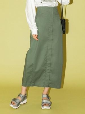 芸能人が雑誌 Oggiで着用した衣装スカート
