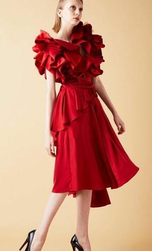 芸能人がルパンの娘で着用した衣装ドレス