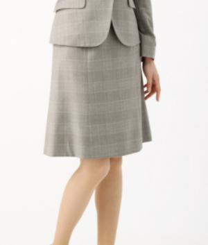 芸能人が七人の秘書で着用した衣装スカート