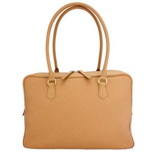 芸能人が七人の秘書で着用した衣装バッグ