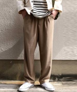 芸能人がRED KOMODO CMで着用した衣装パンツ