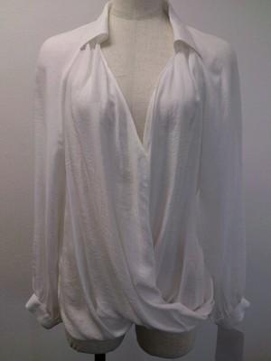 芸能人がサキで着用した衣装シャツ / ブラウス