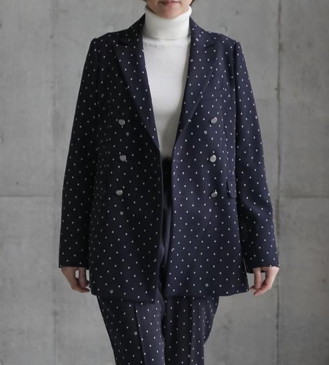芸能人が東京国際映画祭で着用した衣装ジャケット、パンツ