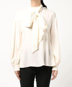 芸能人がヒルナンデス!で着用した衣装白いタートルネックのカットソー