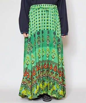 芸能人が姉ちゃんの恋人で着用した衣装スカート
