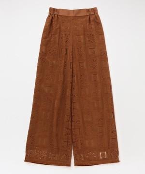 芸能人が恋する母たちで着用した衣装パンツ