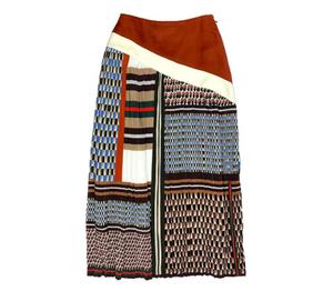 芸能人が世界一受けたい授業で着用した衣装スカート、カーディガン