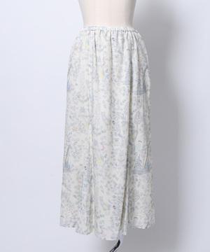 芸能人がシューイチで着用した衣装スカート、カーディガン
