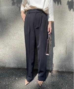 芸能人がシューイチで着用した衣装パンツ、ニット