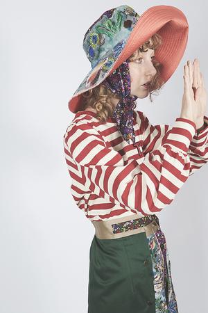 芸能人が火曜サプライズで着用した衣装カットソー
