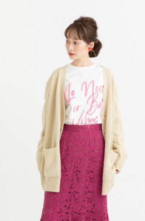 芸能人が寺本莉緒2021カレンダーで着用した衣装カットソー