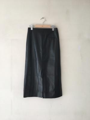 芸能人が 若月佑美オンラインサロン「未開発区域」で着用した衣装スカート