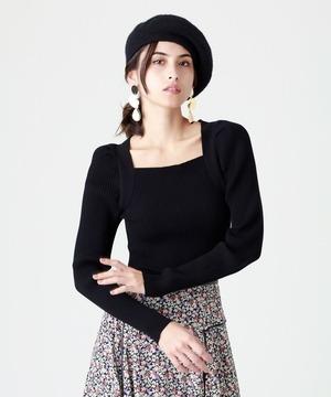 芸能人がFNN Live News αで着用した衣装ニット、スカート