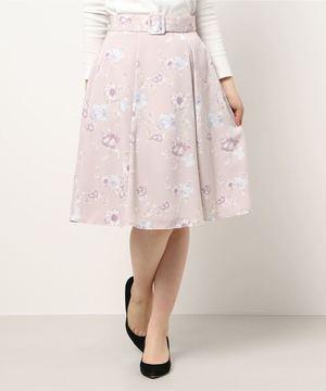 芸能人が35歳の少女で着用した衣装スカート