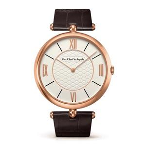 芸能人が#リモラブ ~普通の恋は邪道~で着用した衣装腕時計