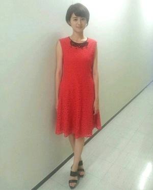 芸能人加藤綾子がFNS5000番組12万人総出演! がんばった大賞で着用した衣装ワンピース