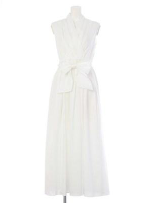 芸能人が踊るさんま御殿で着用した衣装白いワンピース